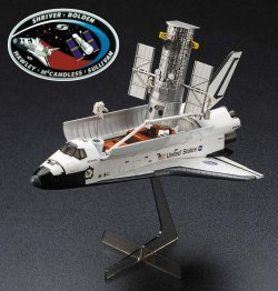 Hubble Space Telescope & Space Shuttle Orbite